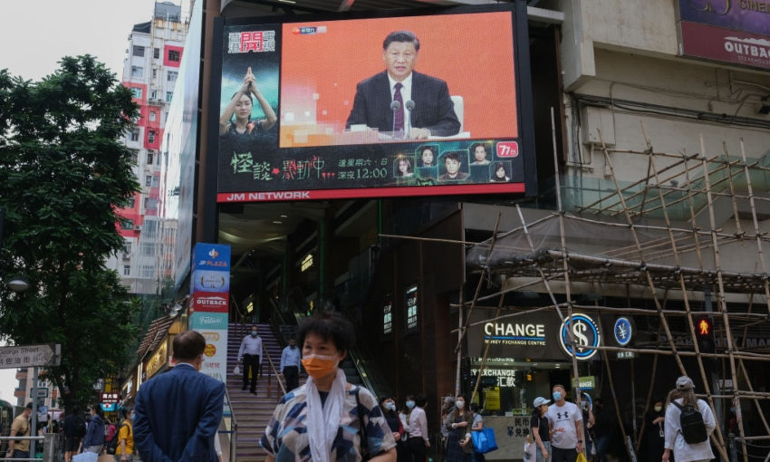 A speech from President Xi being broadcast on a giant screen above a Hong Kong street (Getty Images)